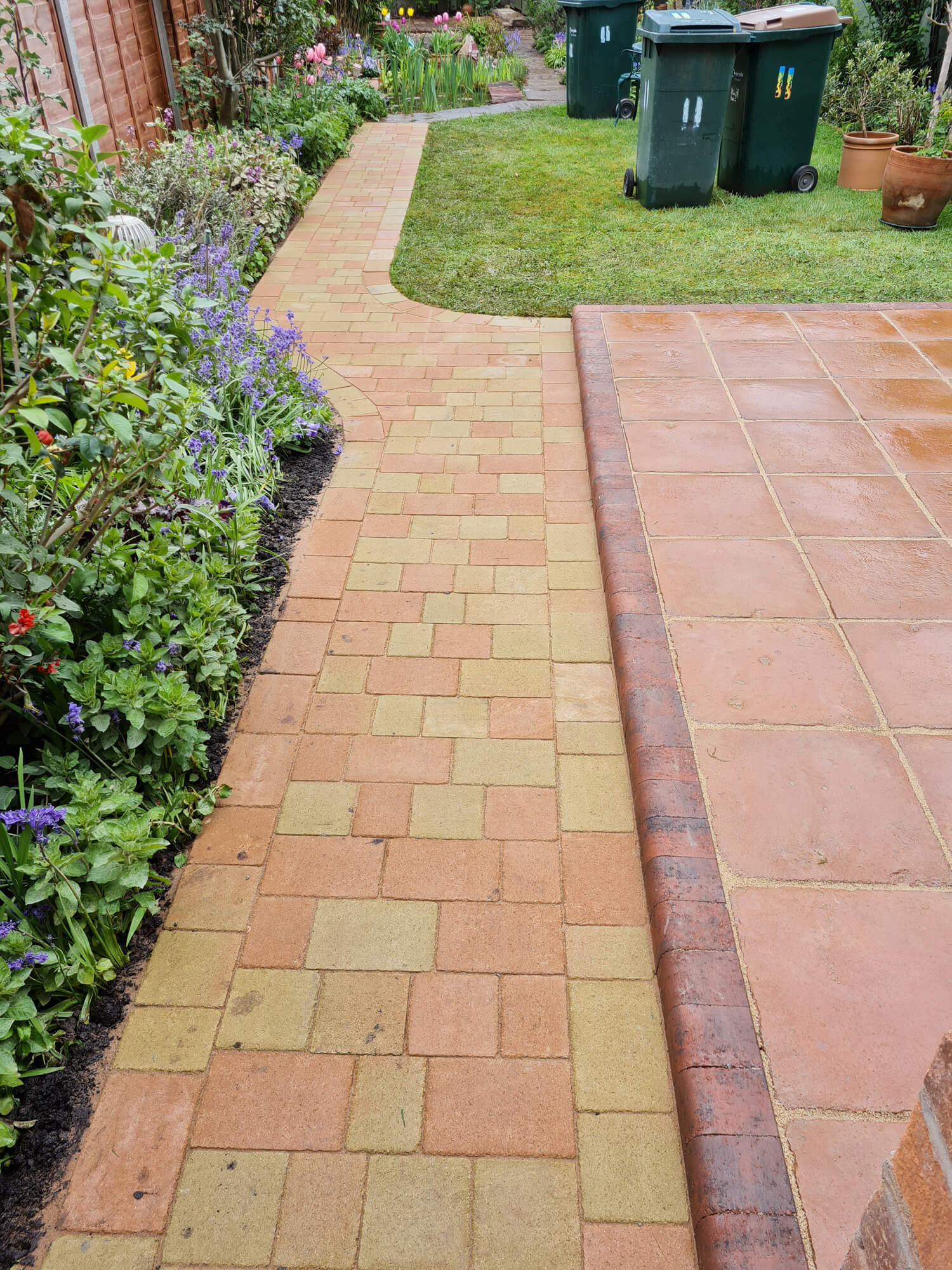 JD Landscapes Patio Cobbled Mixed Pavers in Oak